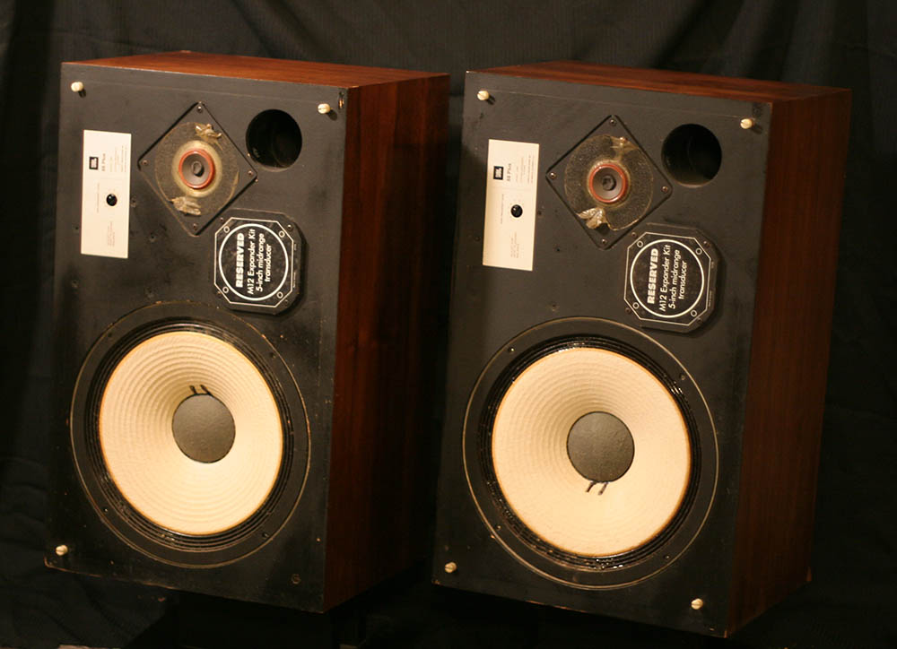 vintage jbl speakers. also it apears to have been there a very long time. these tend sell for about $300-$400 in perfect condition. but are priced at the project price vintage jbl speakers y