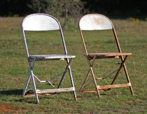 shabby folding chairs 01