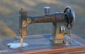 white sewing machine01