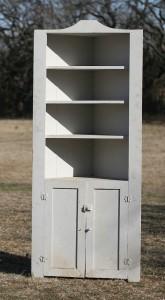white vintage build in corner cabinet 01