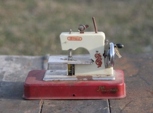 straco sewing machine toy