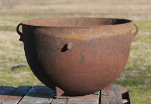 iron pot detail 2