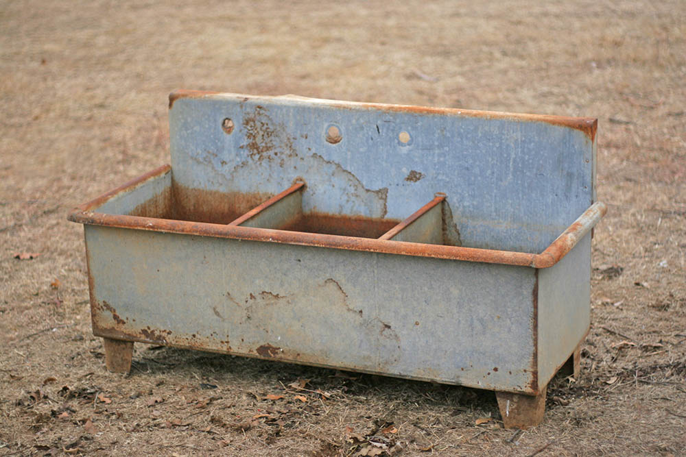 Brand new Salvage77.com » Vintage galvanized sink / planter WX01